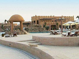 Hotel Sharq Village Spa