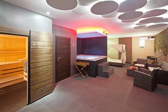 Liberec, Pytloun Wellness Travel Hotel se vstupem do wellness